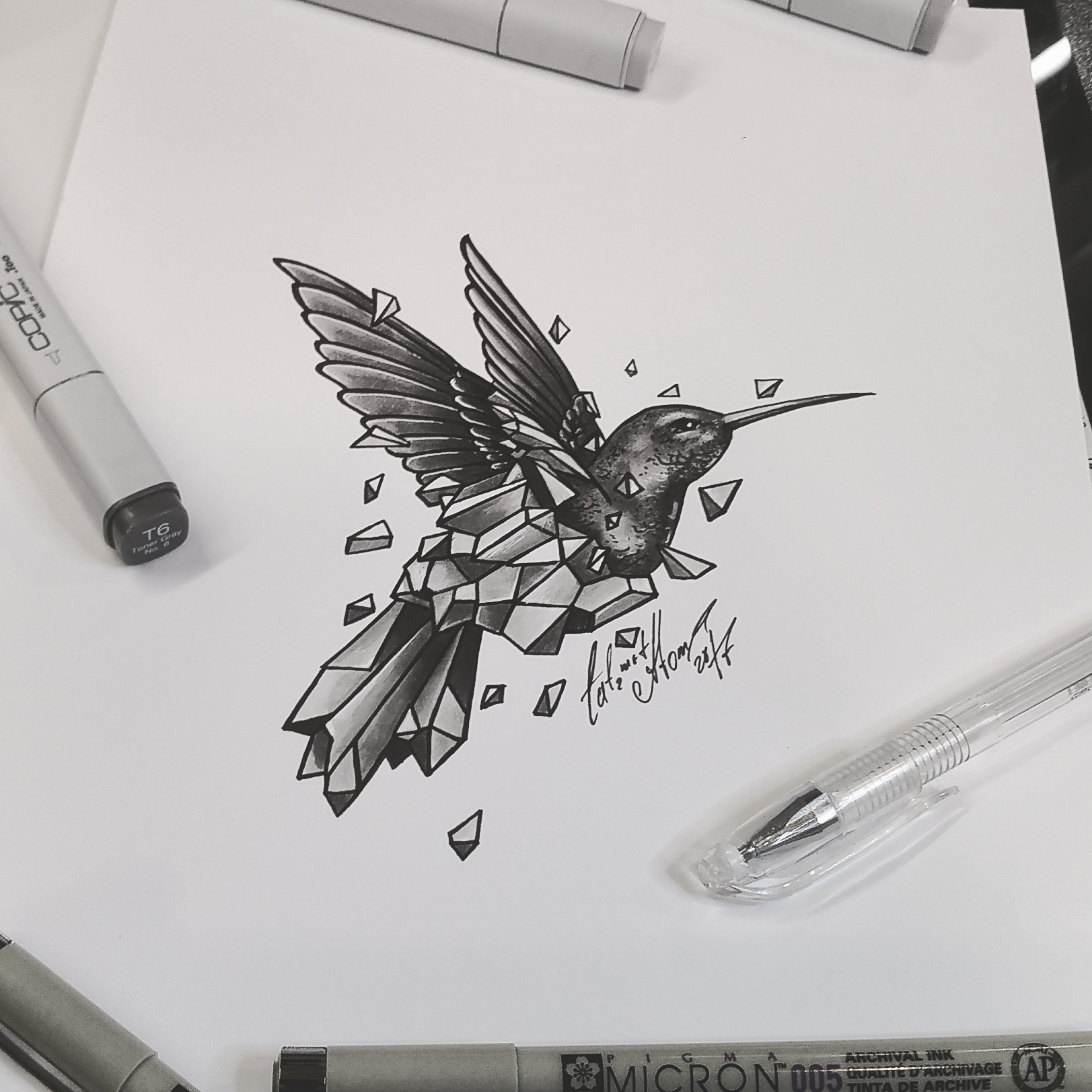 тату эскиз колибри и осколки