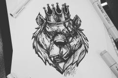 тату эскиз медведь в короне