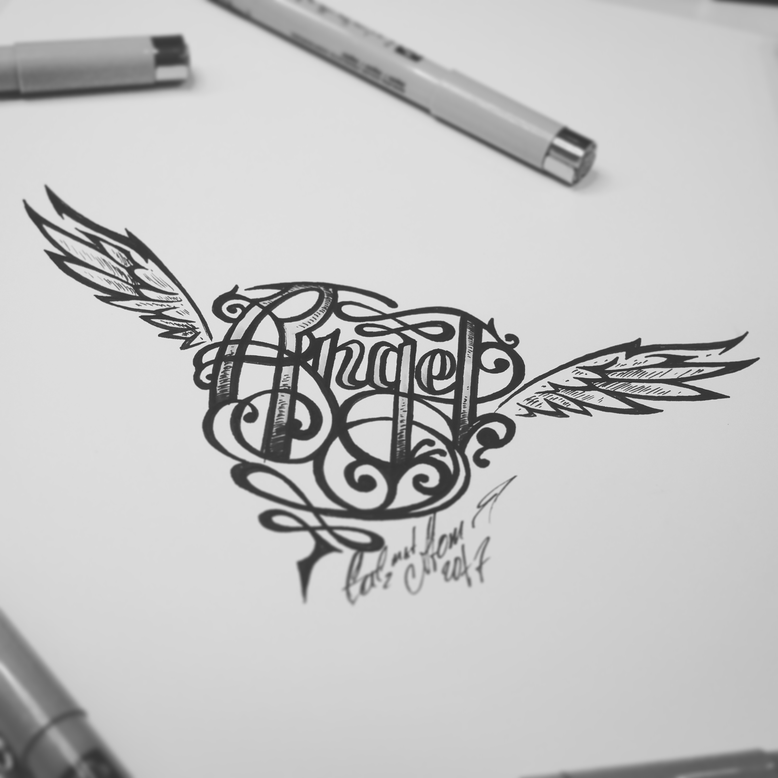 тату эскиз надпись и крыля с сердцем