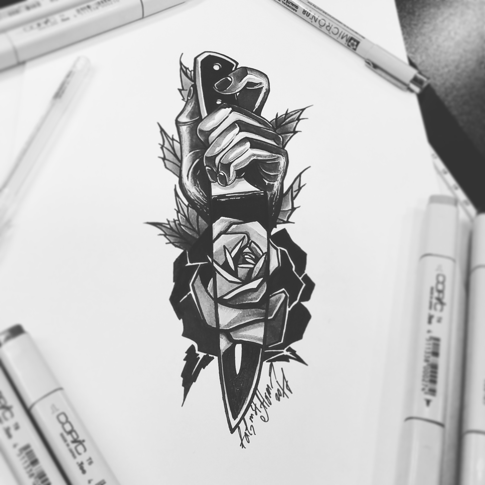 тату эскиз рука нож роза