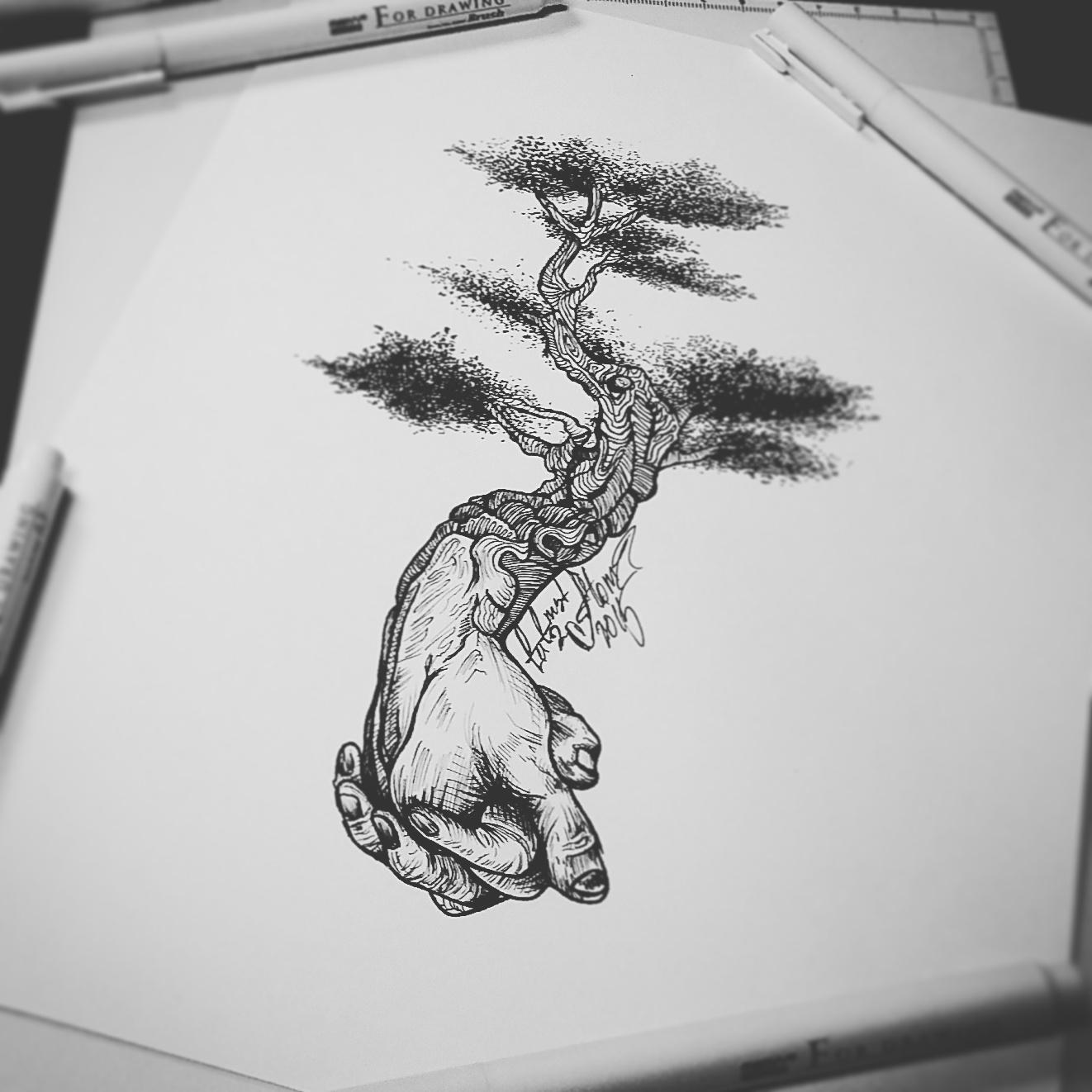 тату эскиз руки и дерево