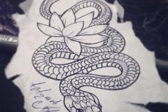 Татуировка змея и лотос