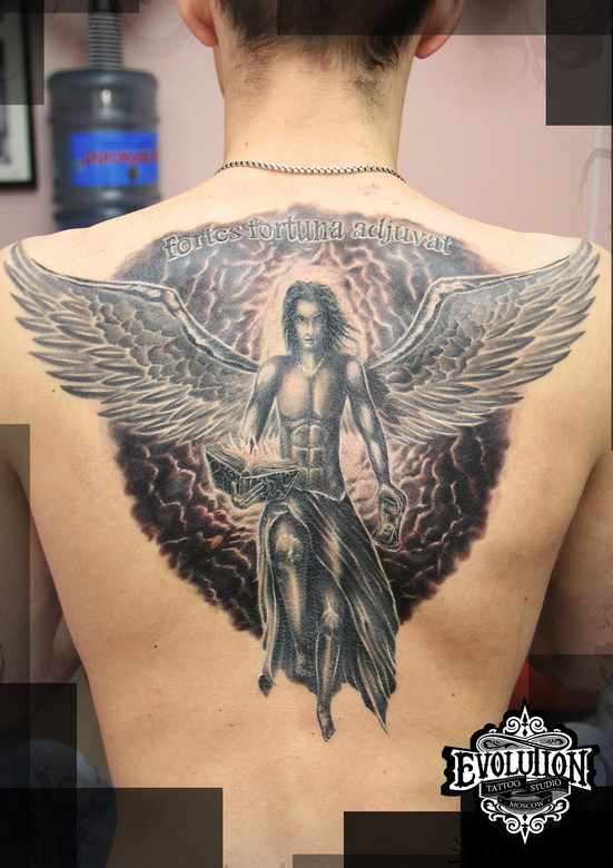 Angel-na-spine-tatuirovka